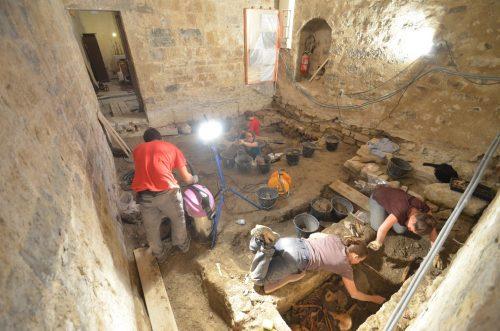 Les premières sépultures en cours de dégagement ( © SDA 04)